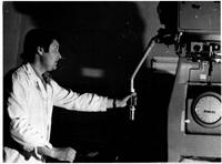 Șeful laboratorului dozimetric, Inginerul Anatolie Levința la instalația Rocus